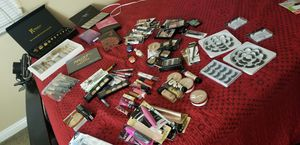 Makeup/Maquillaje/Eyelashes/Brushes for Sale in Riverside, CA