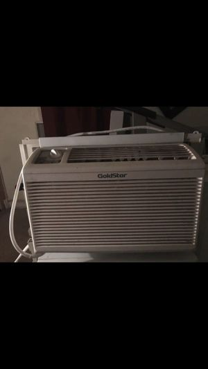 5000 BTU air conditioner blowing very cold air for Sale in Mount Rainier, MD