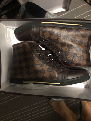 Louis Vuitton size 8 for Sale in Germantown, MD