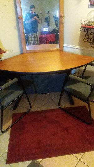1/4 round corner table w/2 chairs for Sale in Grand Prairie, TX