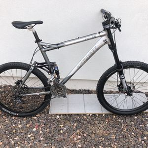 Trek Fuel EX 8 Full suspension Hyd Disc Marzoocchi mountain bike-AD WILL BE REMOVED ONCE SOLD for Sale in Glendale, AZ