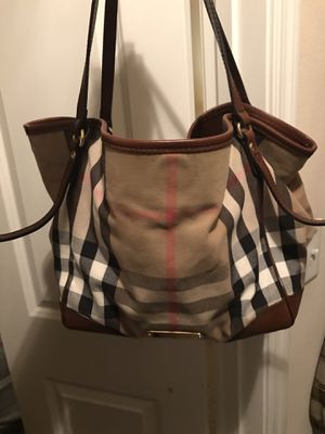 Burberry handbag for Sale in Las Vegas, NV