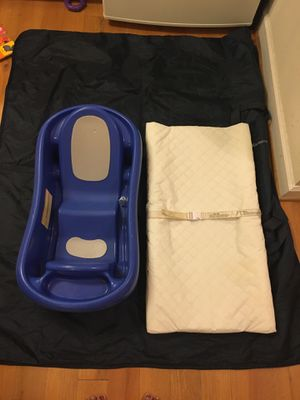 Newborn to toddler bath tub& Diaper changing pad for Sale in Virginia Beach, VA