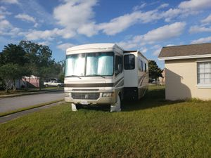 2005 Fleetwood Bounder 35e for Sale in Orlando, FL