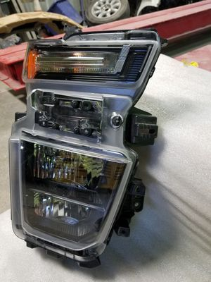 2019-2020 Chevy Silverado Right Headlight 2500 HD for Sale in South Houston, TX