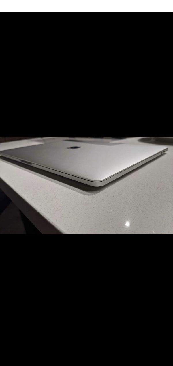 """2018 MACBOOK PRO 15"""" 2.6ghz i7 6 cores 16gb ram 512gb ssd touch bar"""