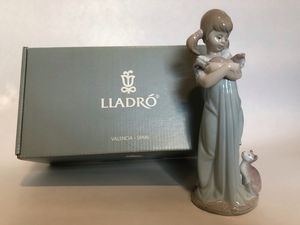 "Lladro #5743 ""Don't Forget Me!/ Caricias y Celos"" Figurine Mint Condition for Sale in Paramus, NJ"