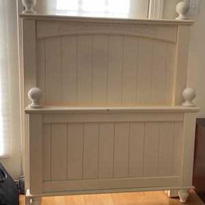Head Frame And Footboard In Twin Size for Sale in Vienna, VA