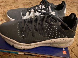 Steph Curry under Armour men shoes.. message for price for Sale in Gaston, SC