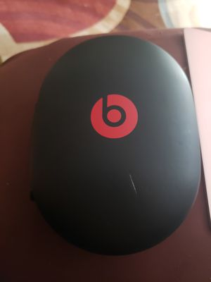 Studio beats wireless headphones with case for Sale in Houston, TX