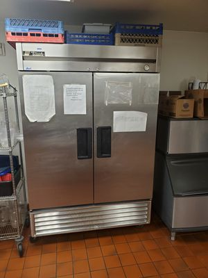 True commercial refrigerator NEEDS COMPRESSOR for Sale in Beaumont, CA