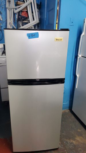 Small fridge 24x60 for Sale in Los Angeles, CA