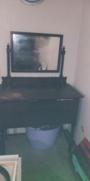 Antique dresser with mirror for Sale in Antioch, CA