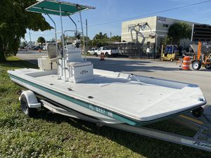 19 ft center console fishing boat for Sale in Hollywood, FL