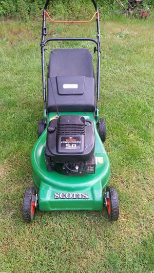 SCOTTS SINGLE TUNNEL 5 HP BRIGGS QUANTUM MOTOR WITH BAG for Sale in Marysville, WA