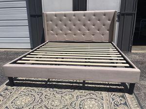 King platform bed frame beige for Sale in Columbus, OH