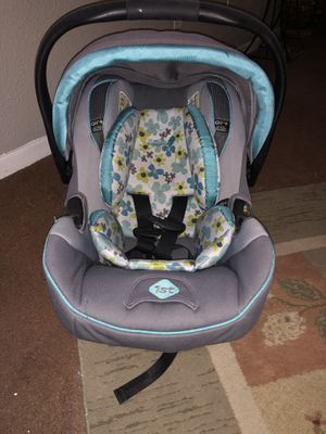 Babygirl car seat for Sale in Groves, TX
