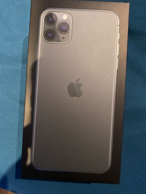 Iphone 11 pro max 256gb for Sale in Baldwin Park, CA