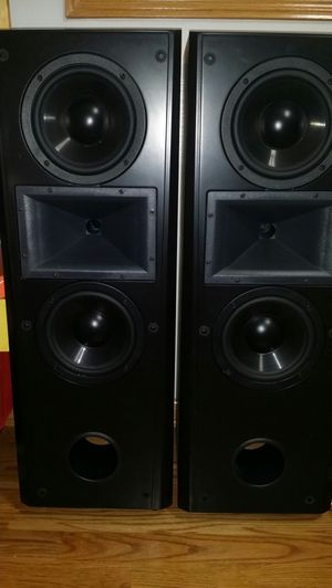 2 klipsch cf2 speakers, everything is working very good and excellent condition. for Sale in Carol Stream, IL