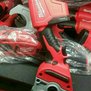 MILWAUKEE M12 12V LITHIUM ION CORDLESS PVC SHEAR for Sale in Fontana, CA