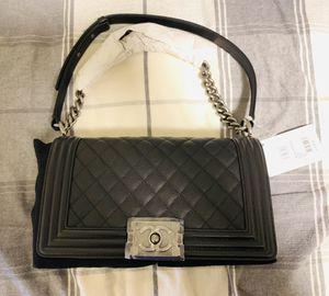 Chanel boy bag black caviar ruthenium chain medium for Sale in Lynnwood, WA