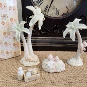 Vintage 1997 Enesco Precious Moments Nativity - Hay Bail, Baby Food, Palm Tree & Palm Tree's - NEW for Sale in Gilbert, AZ