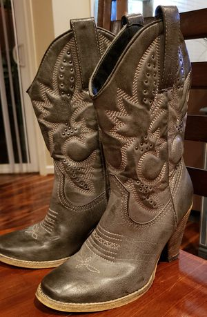 Women's boots size 7 for Sale in Puyallup, WA