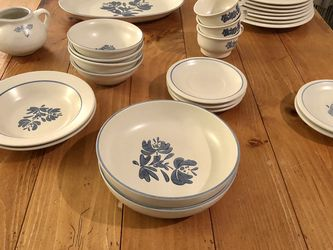 Pfaltzgraff Yorktowne Dinnerware Set For 4 for Sale in Lynnwood,  WA