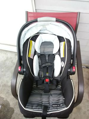Graco Snugride 35 Click Connect Car Seat with Base for Sale in Sandy, UT