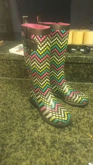 Rain boot size 8 only worn one time for Sale in Orlando, FL