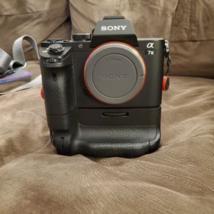 Sony a7m2 w/Sony battery grip and 2 batteries. for Sale in Anaheim, CA