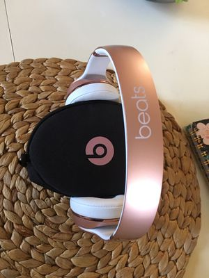 Beats Solo3 by DR. Dre Rose Gold Wireless noise canceling for Sale in Los Angeles, CA