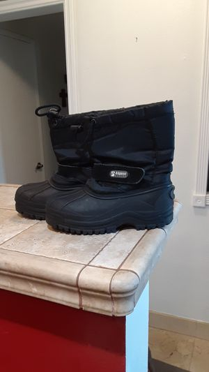 Snow boots kids size 2 for Sale in Cypress, CA