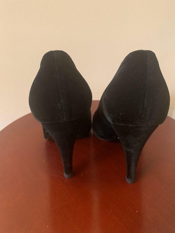 Elie Tahari Velvet Heels!!