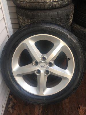 Hyundai wheel (1) 225/50 R17 for Sale in Montgomery Village, MD