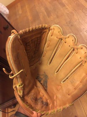 Baseball glove for Sale in Cleveland, OH