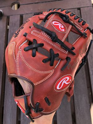 Rawlings heart of the hide gold glove in excellent condition baseball equipment bats for Sale in Los Angeles, CA