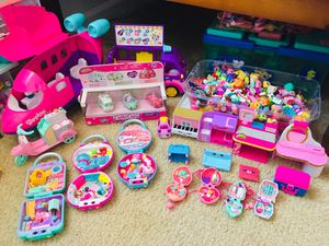 Shopkins huge set with lots of furniture , accessories and Shopkins for Sale in Fort Pierce, FL