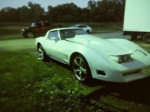 Chevy corvette 80 V8 for Sale in Dallas, TX