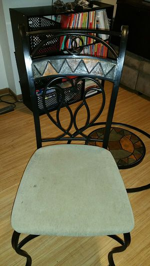 Round glass dining table for Sale in Columbus, OH