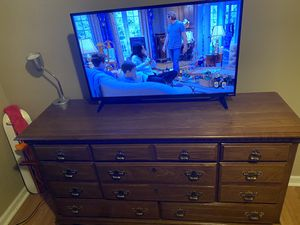 """Kincaid solid wood dresser and 42"""" vizio smart tv for Sale in Bloomfield Township, MI"""