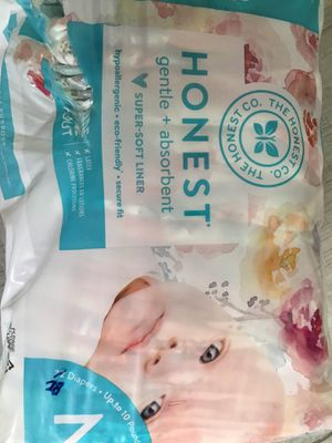 Honest company baby newborn diapers flower design 28 total of a 32 pack bag open package for Sale in Stockton, CA