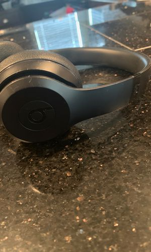 Matte Black Beats Solo 3 Wireless Headphones for Sale in San Marcos, TX