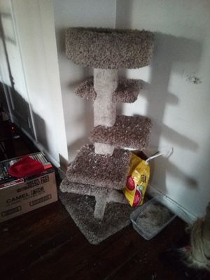 Cat climbing post heavy for Sale in Tacoma, WA