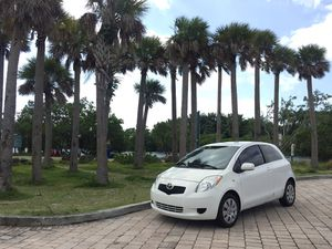 2007 Toyota Yaris CLEAN TITLE for Sale in Miami, FL