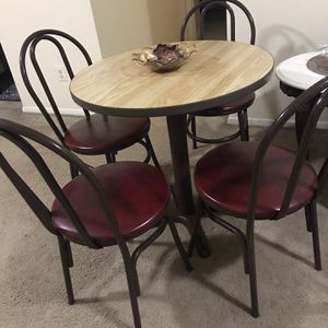 """Available Dining Set Round Table 30""""h30""""w With 4 Faux Leather Chairs And Free Centerpiece Bowl Pick Up Gaithersburg Md20877 for Sale in Gaithersburg, MD"""