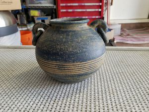 Pottery pot. for Sale in Leawood, KS