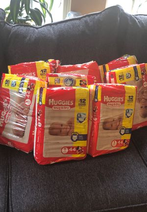 HUGGIES SNUG&DRY (SIZE I )8 PACKS OF44 for$120.00 for Sale in Stockbridge, GA