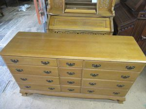 Vintage Colonial Craft Solid Maple Wood Dresser -Delivery Available for Sale in Tacoma, WA