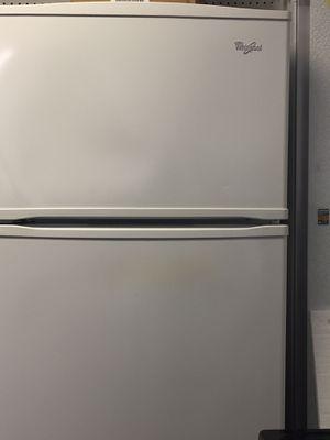 Whirlpool top freezer fridge for Sale in Fort Lauderdale, FL